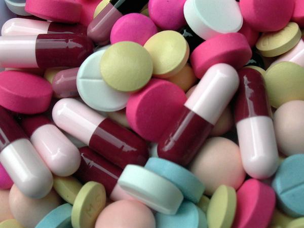 8 Jenis Antibiotik Beserta Manfaat & Efek Sampingnya