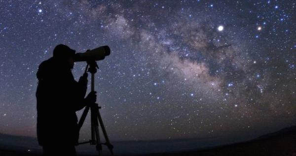 pengamat bintang