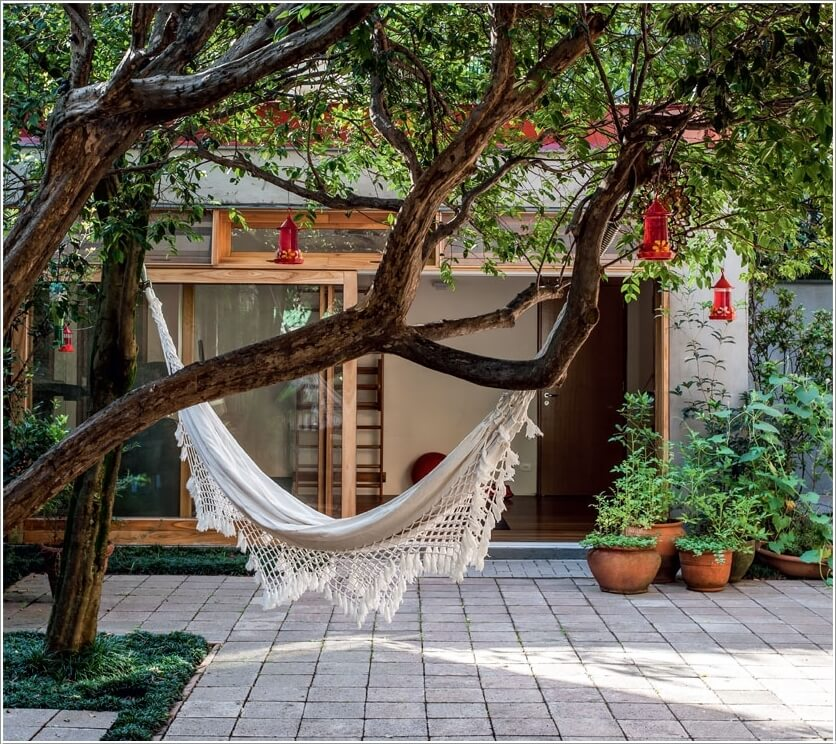 15 Cool Ways to Spice Up Your Garden Tree