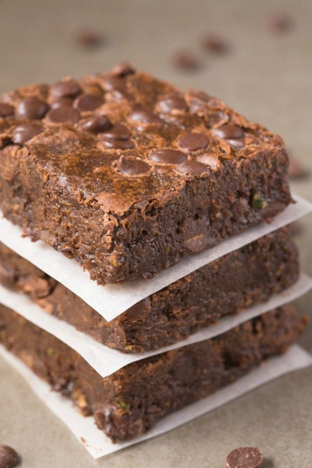 HEALTHY FLOURLESS ZUCCHINI FUDGE BROWNIES