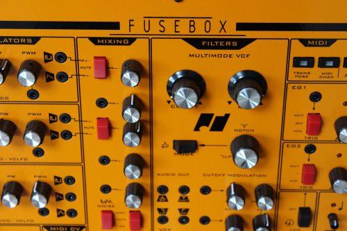 small resolution of mit der ppigen ausstattung an schnittstellen ist die fusebox sehr flexibel ins setup zu integrieren und kann das herzst ck und sicherungskasten des setups