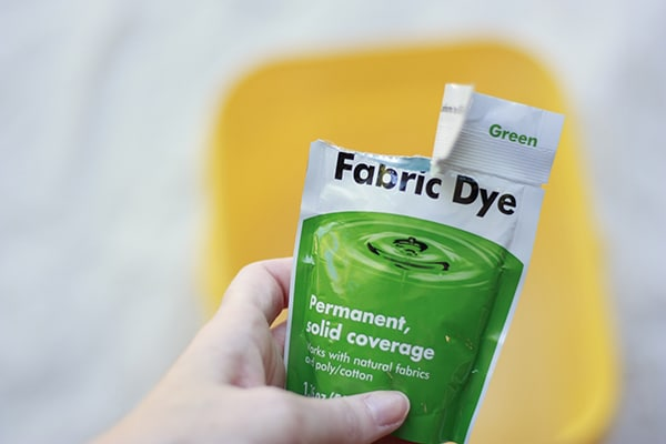 add fabric dye to steaming water