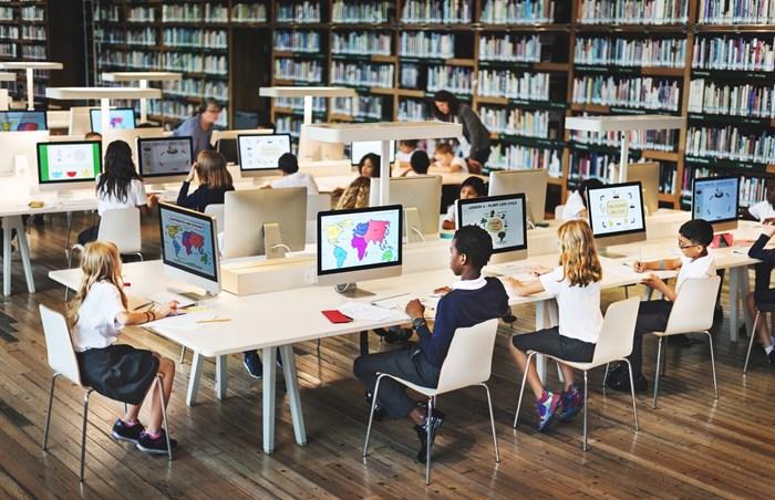 Como a tecnologia pode melhorar o rendimento e a motivação no ambiente escolar