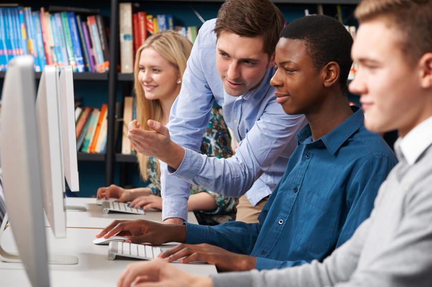 A união faz a força: faça parcerias para melhorar a tecnologia de sua instituição de ensino