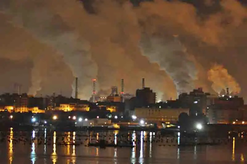 Rifiuti pericolosi per produrre cemento sigilli a Enel e