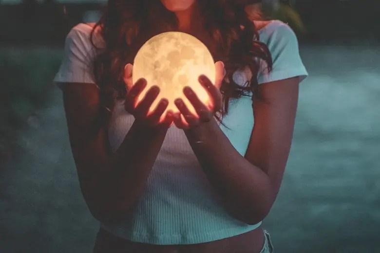 Capelli Calendario Lunare.Calendario Lunare E Capelli Ecco Come La Luna Influenza La