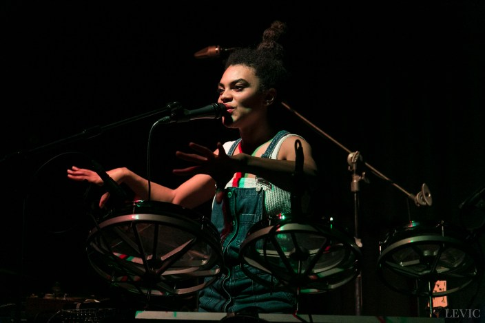 Estère performing live at LOT23, Auckland, New Zealand, 2017. Image by LeVic Visuals.