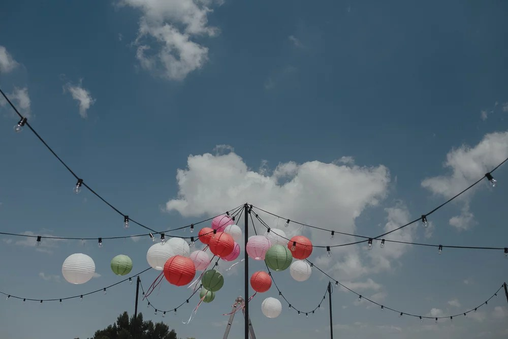 Festival boho Hochzeit, Boho Wedding Location Dekoration mit bunten Lampions