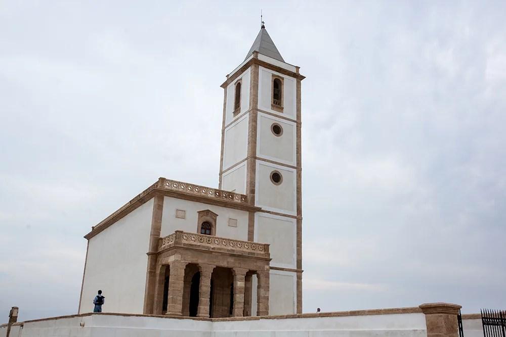 Heiraten im Ausland in Spanien, Kirche am Strand