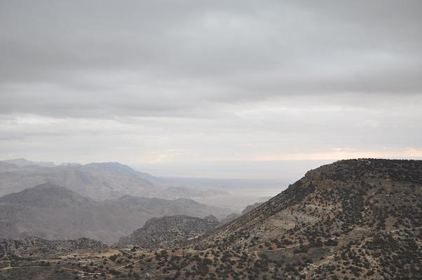 Landschap bij Wadi El Hasa in Jordanië tijdens een wandelreis van SNP door Jordanië