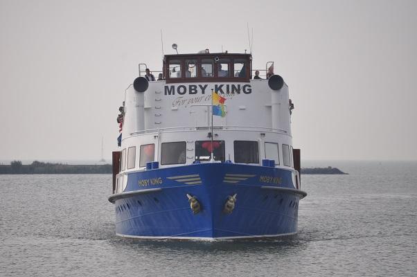 Moby Dick boot tijdens wandeling van Natuurmonumenten op de Marker Wadden in het Markermeer