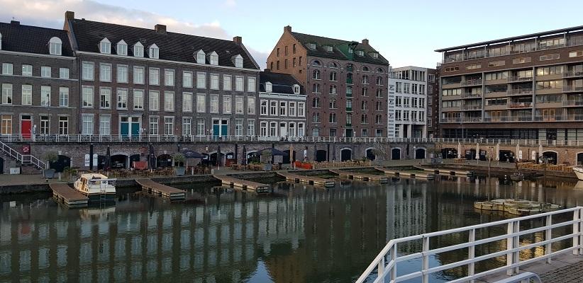 Haven in Maastricht tijdens een wandeling op het Maaspad van Maastricht naar Berg aan de Maas