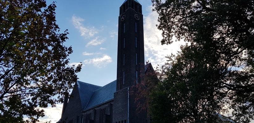 Kerk in Maastricht tijdens een wandeling op het Maaspad van Maastricht naar Berg aan de Maas