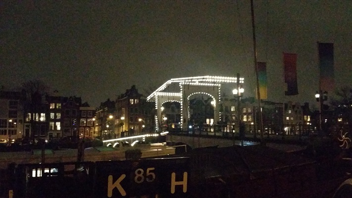 Lichtkunstwerk tijdens wandeling bij Amsterdam LightFestival in 2017