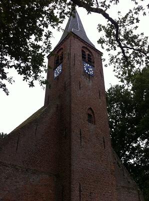 Kerk Roden op een wandeling over het Drenthepad van Peizerwold naar Roden