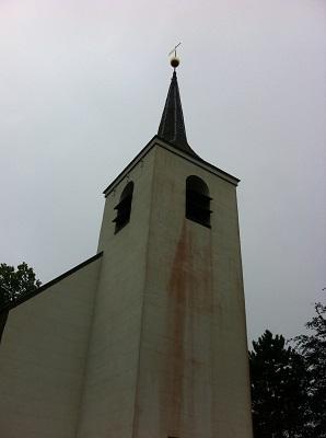 Kerk in Roderwolde op een wandeling over het Drenthepad van Peizerwold naar Roden