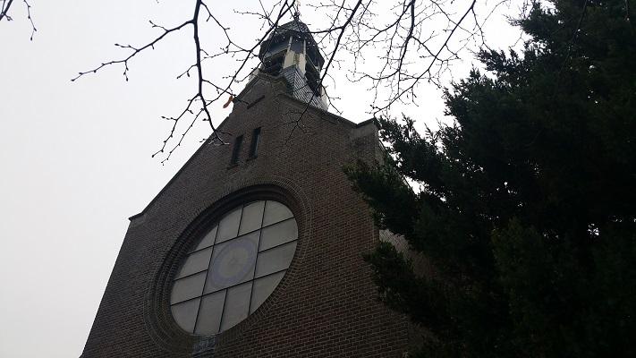 Kerk Damwoude op wandeling over Elfstedenpad van Oentsjerk naar Leeuwarden