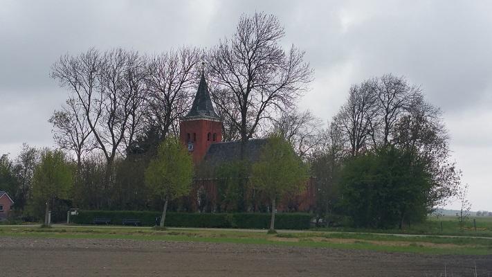 Mariakerk in Boer tijdens wandeling over Elfstedenpad van Franeker naar Sint-Annaparochie