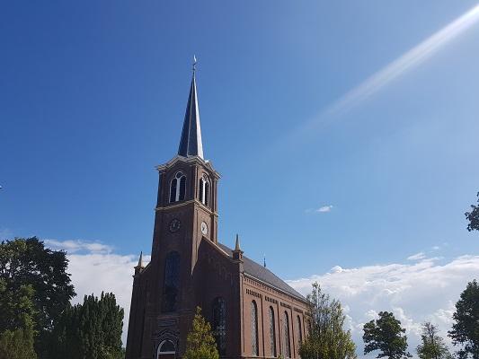Kerk Jutrijp tijdens een wandeling over het ELfstedenpad van IJlst naar Balk