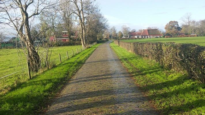 Oentsjerk op wandeling over Elfstedenpad van Oentsjerk naar Leeuwarden