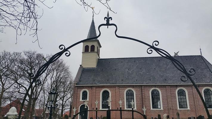 Kerk Oudemirdum op wandeling over het Elfstedenpad van Oudemirdum naar Sloten