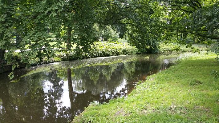 Wandelen over het Grebbeliniepad bij het Vermeerpark in Amersfoort