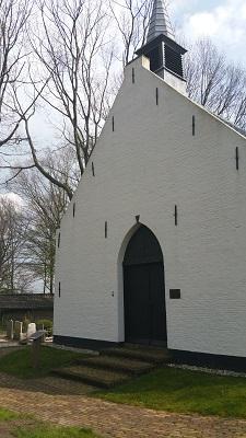 Wandelen over het Grebbeliniepad bij kerkje Coelhorst in Amersfoort