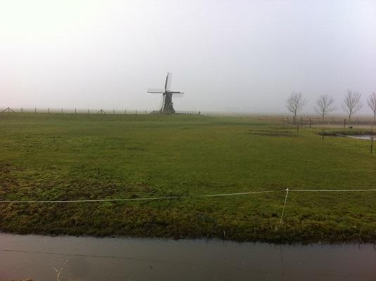 Wandelen over het Groot Frieslandpad bij Molen in Nijhuizum