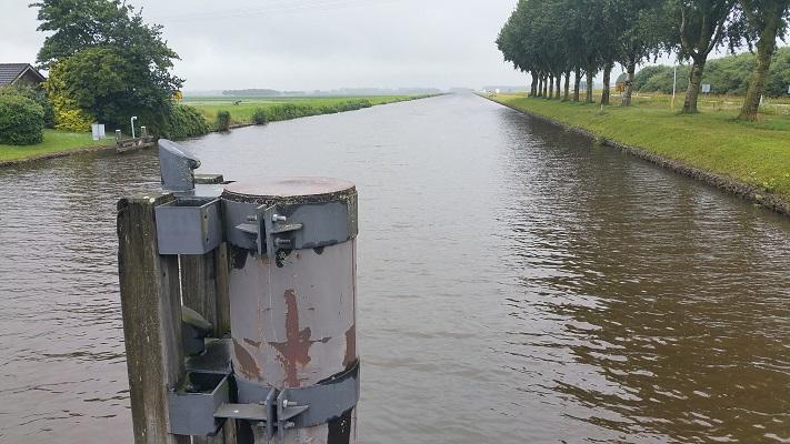 Wandelen over het Groot Frieslandpad over het A.G. Wildervanckkanaal