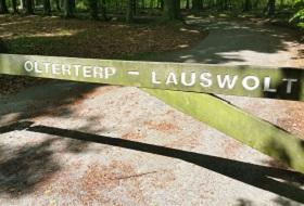 Wandelen over het Groot Frieslandpad door landgoed Lauswolt in Olterterp