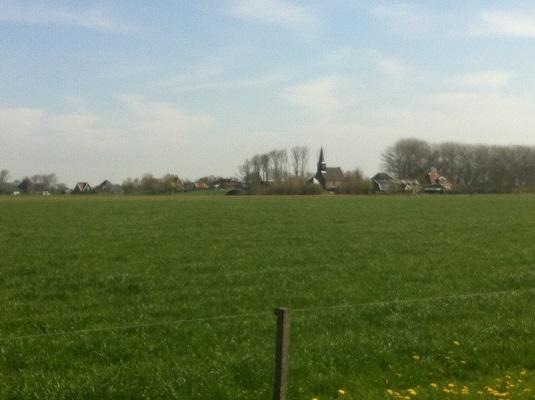 Wandelen over het Groot Frieslandpad door weilanden