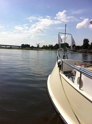 De IJssel bij Deventer in dagwandeling Twellose Landgoederen over het Hanzestedenpad