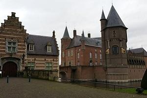 Wandelen over het Hertogenpad bij kasteel Heeswijk