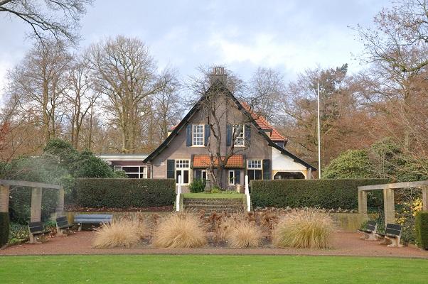 Moederhuis Bronlaak op een wandeling over het Maaspad van Bronlaak naar Vierlingsbeek
