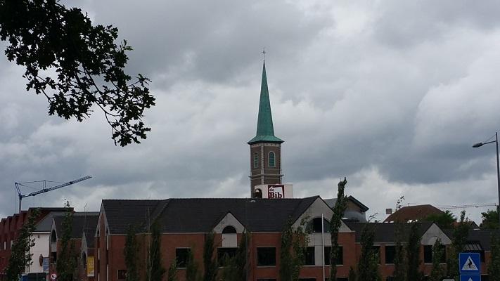 Kerk Berg aan de Maas op een wandeling over het Maaspad van Berg aan de Maas naar Maaseik