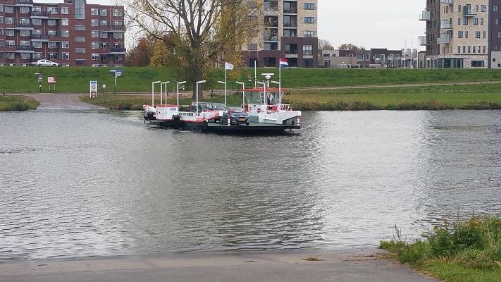 Veerpont Katwijk-Cuyk op een wandeling over het Maaspad van Beugen naar Cuyk