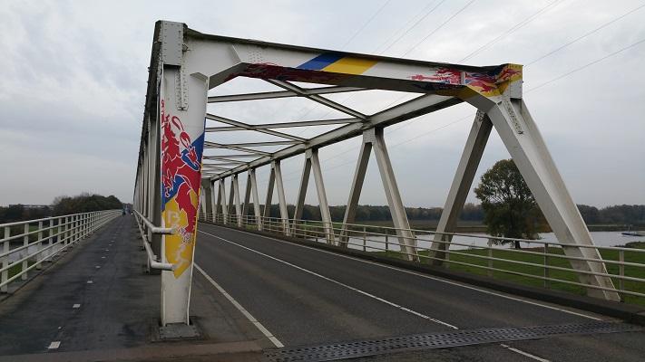 Maasbrug bij Oeffelt op een wandeling over het Maaspad van Beugen naar Cuyk