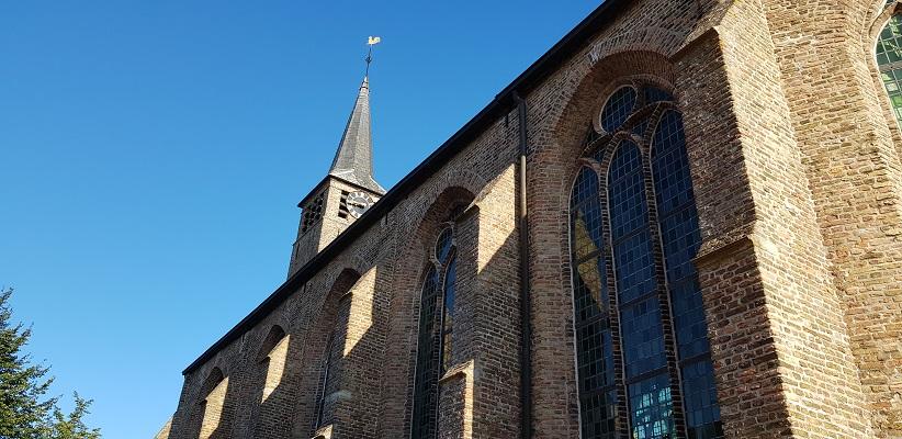Kerk Stad aan 't Haringvliet op een wandeling over het Maaspadvan Stad aan 't Haringvliet naar Willemstad