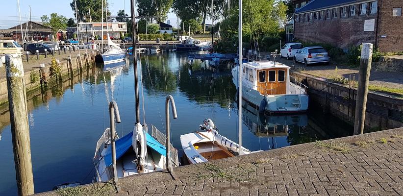 Haven Stad aan 't Haringvliet op een wandeling over het Maaspadvan Stad aan 't Haringvliet naar Willemstad