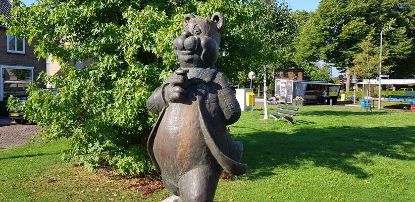 Beeld Olivier B. Bommel in Bommel op een wandeling over het Maaspadvan Stad aan 't Haringvliet naar Willemstad