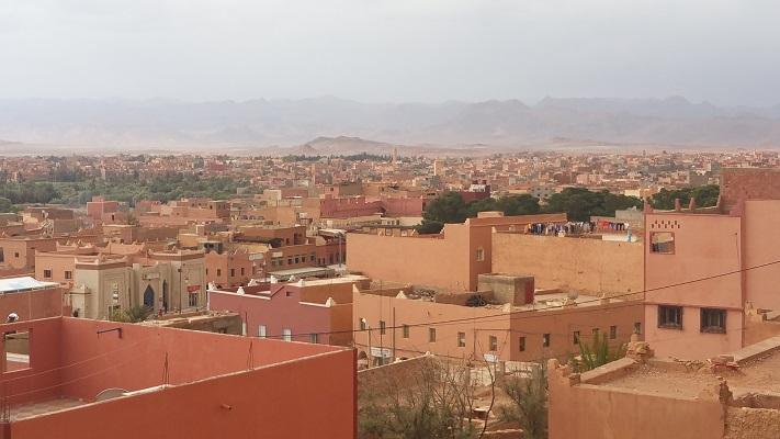 Woenstijnstad tijdens wandelreis in Marokko