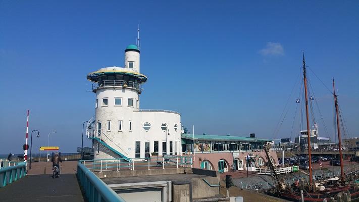 Strandpaviljoen Harlingen op een wandeling over het Nederlands Kustpad van Franeker naar Harlingen