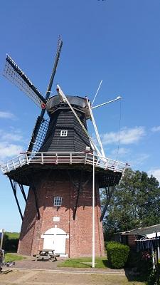 Molen Niekerk op een wandeling van Lauwersoog via Niekerk naar Ulrum over het Nederlands Kustpad