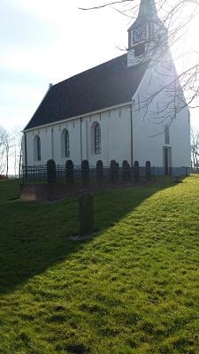Kerk Niekerk op een wandeling van Lauwersoog via Niekerk naar Ulrum over het Nederlands Kustpad