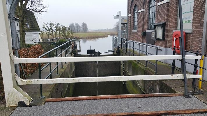 Sluis in Uitgeest tijdens wandeling van Schermerhorn naar Krommenie over het Noord-Hollandpad