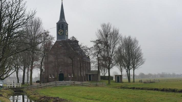 Kerkje Krommeniedijk tijdens wandeling van Schermerhorn naar Krommenie over het Noord-Hollandpad
