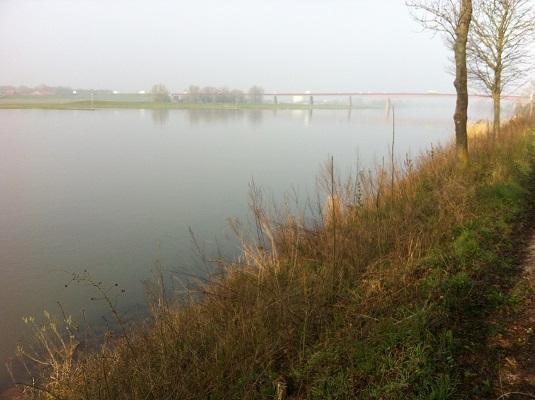 Wandelen over het Oudste Wandelpad van Nederland bij de Rijn bij Rhenen