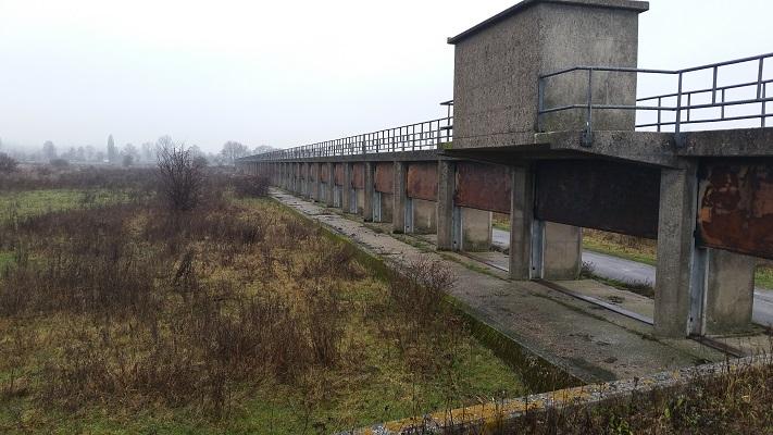 Wandelen in Park Lingezegen over het Romeinenpad bij brug overlaat Meinerswijk