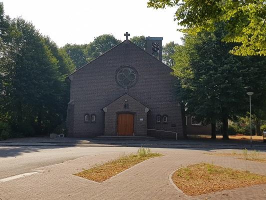 Wandelen over het Peelpad bij de Kerk in Heibloem