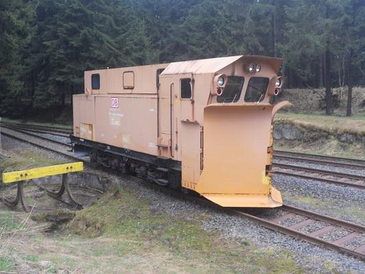 Oude trein op spoorwegemplacement tijdens wandeling van Bahnhof Rennsteig naar Rondell op wandelreis in Thüringen in Duitsland